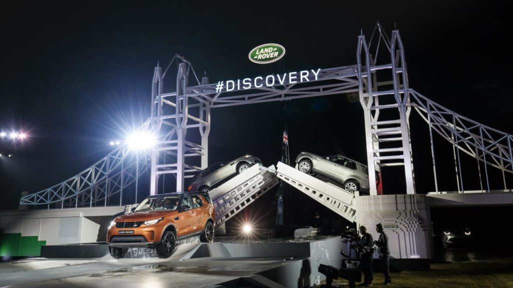Land Rover Discovery Release - Tower Bridge Word Record Lego Construction - Yorkshire Fleet